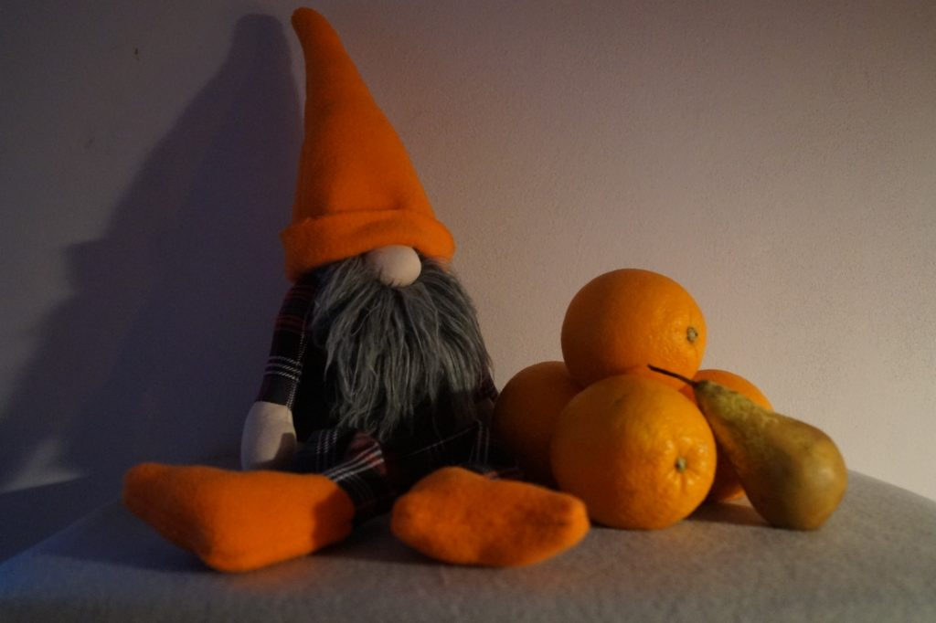 Krasnoludek z pomarańczami