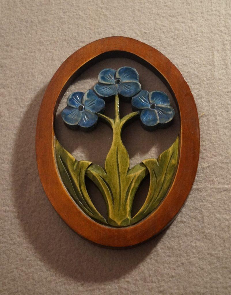 wyrzeźbione kwiaty